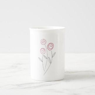 botões da rosa vermelha xícara de chá