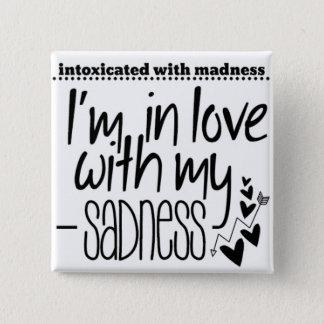 Bóton Quadrado 5.08cm Intoxicado com loucura no amor com minha tristeza
