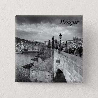 Bóton Quadrado 5.08cm na ponte de Charles sob um céu tormentoso em Praga