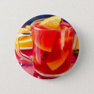 Bóton Redondo 5.08cm Caneca transparente com vinho mulled citrino