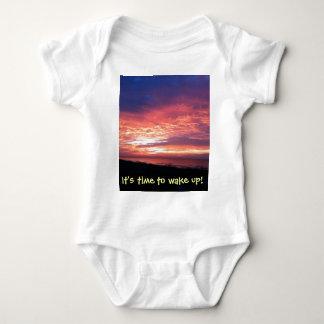 Bpttom instantâneo t do bebê com a fotografia do camiseta