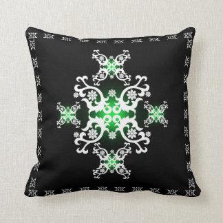 Branco celta do preto do verde do laço travesseiro