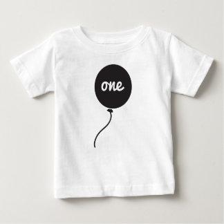 Branco da camisa | do aniversário do bebê primeiro