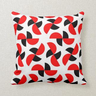 branco e preto vermelhos travesseiros