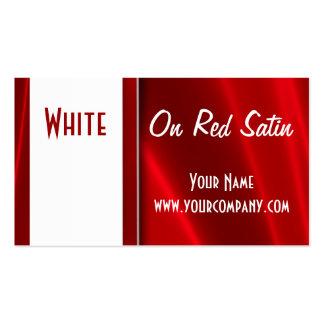 Branco em cartões de visitas de seda vermelhos do