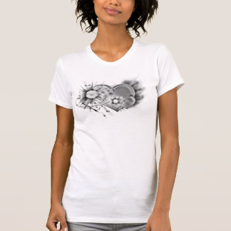 Branco preto do preto dos corações do cromo do t-shirt