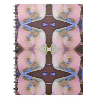 Brandamente rosa com acentos da pervinca de Brown Caderno