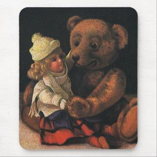 Brinquedos do natal vintage, boneca e um urso de mouse pad