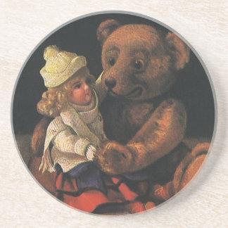 Brinquedos do natal vintage, boneca e um urso de porta copos de arenito