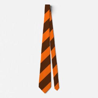 Brown e laço regimental alaranjado da listra gravata