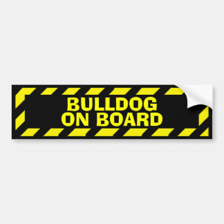 Buldogue a bordo da etiqueta amarela do cuidado adesivo para carro