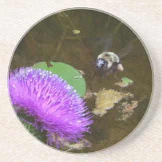 Bumble a abelha e o cardo porta copos de arenito