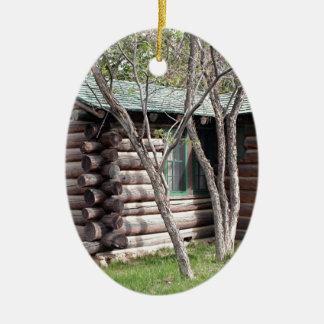 Cabana rústica de madeira, borda norte do Grand Ornamento De Cerâmica Oval
