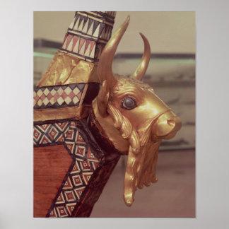 Cabeça de um touro, decoração de uma harpa poster