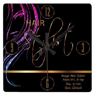 Cabeleireiro em um brilho feminino Haircolor Relógio Quadrado