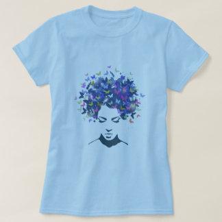 Cabelo do t-shirt das borboletas