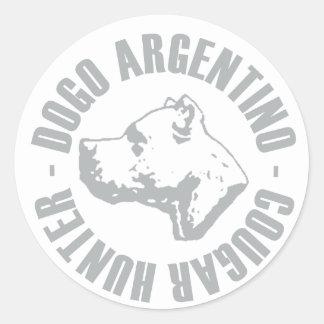 CAÇADOR DO PUMA DE DOGO ARGENTINO ADESIVO EM FORMATO REDONDO