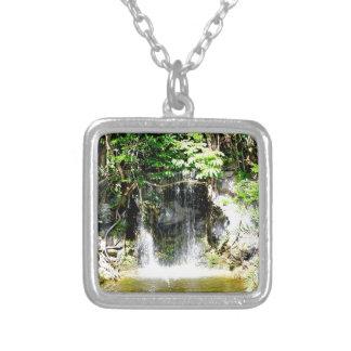Cachoeira de Sunreflected Colar Com Pendente Quadrado