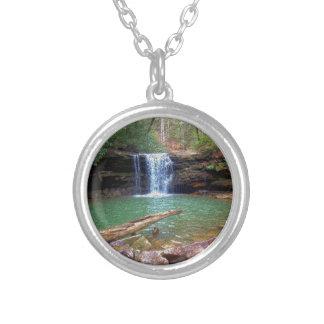 Cachoeira do Appalachian da região selvagem Colar Com Pendente Redondo