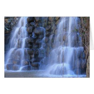 Cachoeira feita da pedra cartão comemorativo