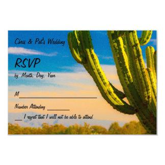 Cacto do deserto do Saguaro em cartões do céu azul