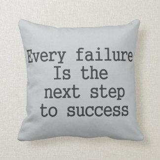 Cada falha é o passo seguinte ao sucesso almofada