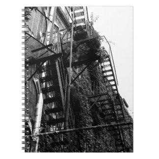 Caderno da foto do escape de fogo B&W da