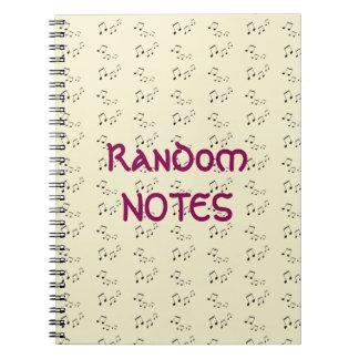 Caderno espiral - notas musicais aleatórias