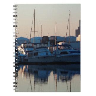 Cadernos Abate a parte dianteira da água do ponto