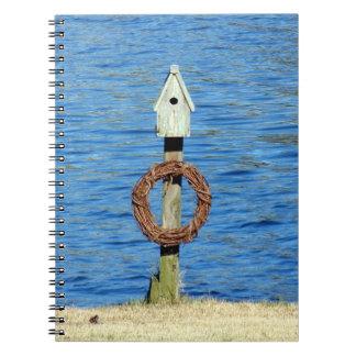 Cadernos Espiral Birdhouse com grinalda