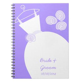 Cadernos Nupcial e Groom roxos do vestido de casamento '