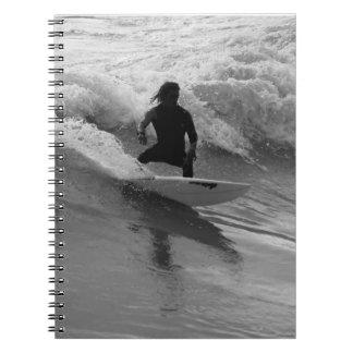 Cadernos Surfando o Grayscale das ondas