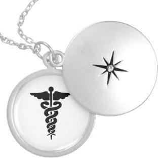 Caduceus médico do símbolo das enfermeiras colar banhado a prata