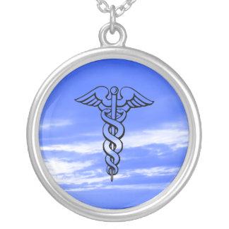 Caduceus que nutre a profissão médica do símbolo colar com pendente redondo