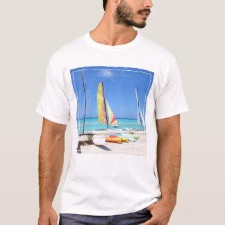 Caiaque, catamarãs e praia cubana de Kayaks  T-shirt