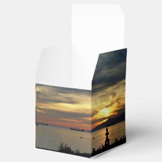 Caixa inglesa de Inuskuk do por do sol da baía da