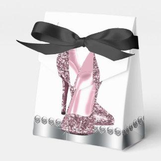 Calçados cor-de-rosa elegantes do salto alto do caixinha de lembrancinhas