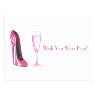 Calçados do estilete e vidro cor-de-rosa de cartão postal