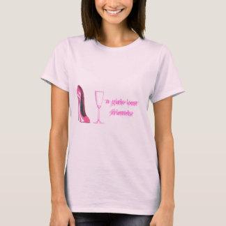 Calçados do estilete e vidro cor-de-rosa de tshirt