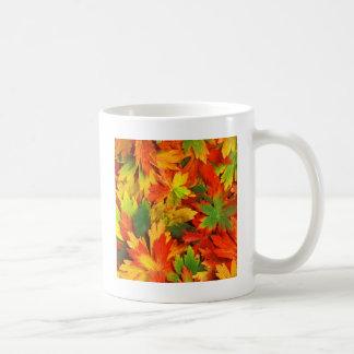 Caleidoscópio do outono de caneca de café