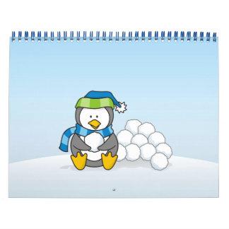 Calendário Pinguim pequeno que senta-se com snowballs