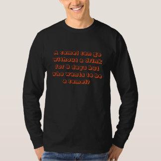 Camelo engraçado e slogan da bebida tshirt