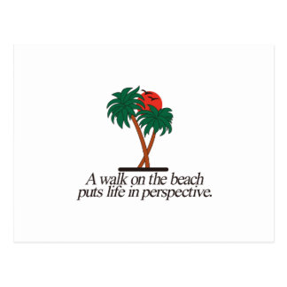 Caminhada na praia cartão postal