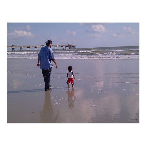 Caminhada na praia cartões postais