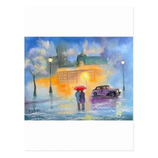 Caminhada romântica do casal do guarda-chuva cartão postal