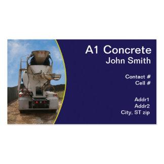 Caminhão do cimento no canteiro de obras cartão de visita