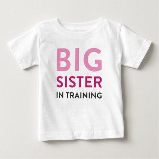 Camisa da irmã mais velha, anúncio da camisa da