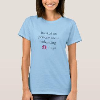 camisa do abraço do desempenho das mulheres