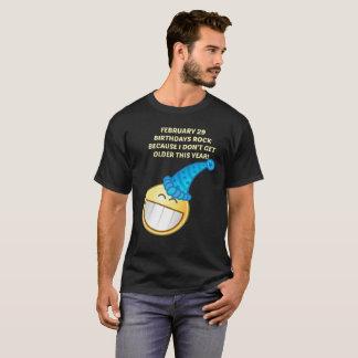Camiseta 29 de fevereiro ano de pulo eu não envelheço esta