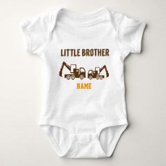 Camiseta Aprendendo o caminhão da construção do irmão mais